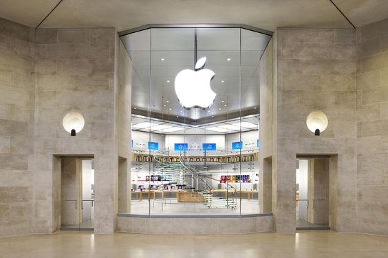 Apple store Careousel du Louvre Paris