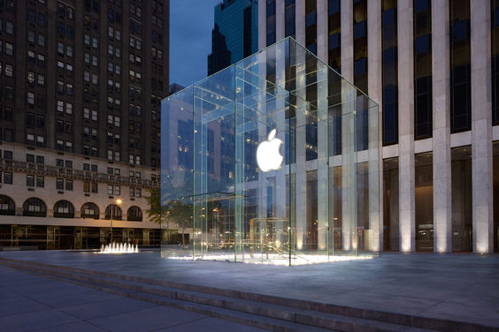 Apple store New York 5th Ave 1