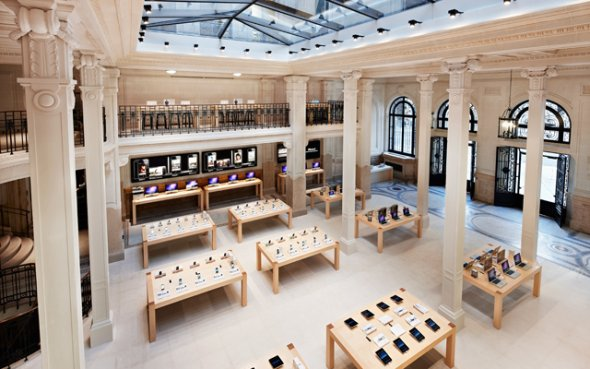 inside Apple store Careousel du Louvre Paris